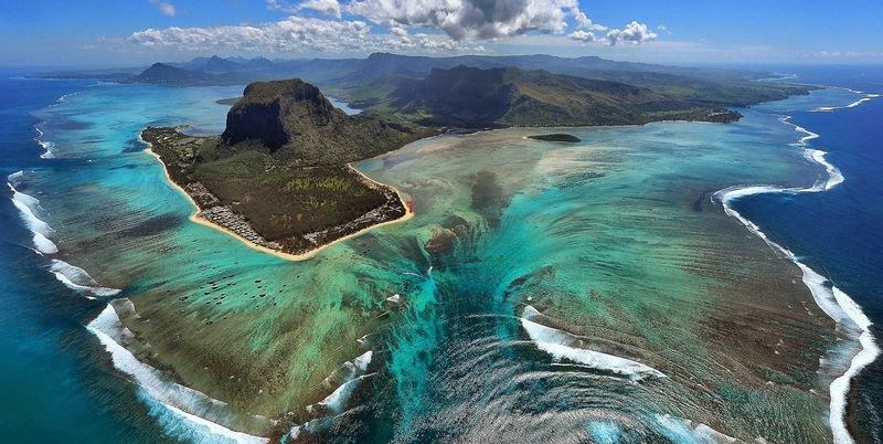Beneath the island of Mauritius traces of the