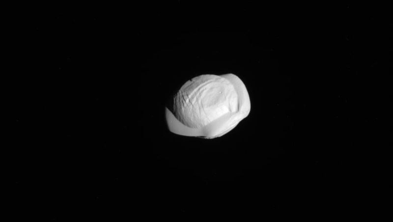 #photos | New pictures of Saturn's moon confirmed that he looks like a dumpling