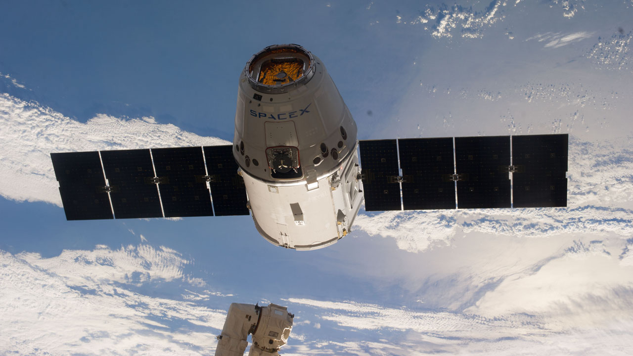 Cargo ship Dragon arrived at the ISS