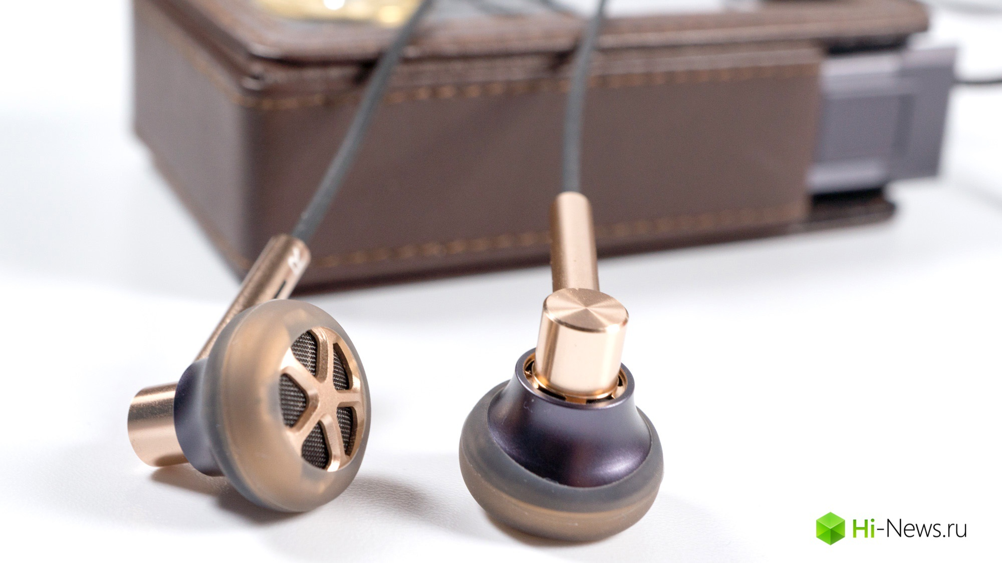 Review headphones 1More E1008 — fans of