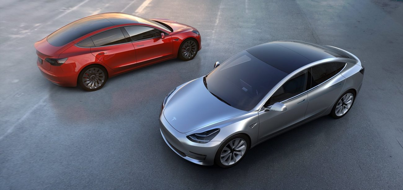 Tesla assembles the battery Model 3 manually, trying to meet deadlines
