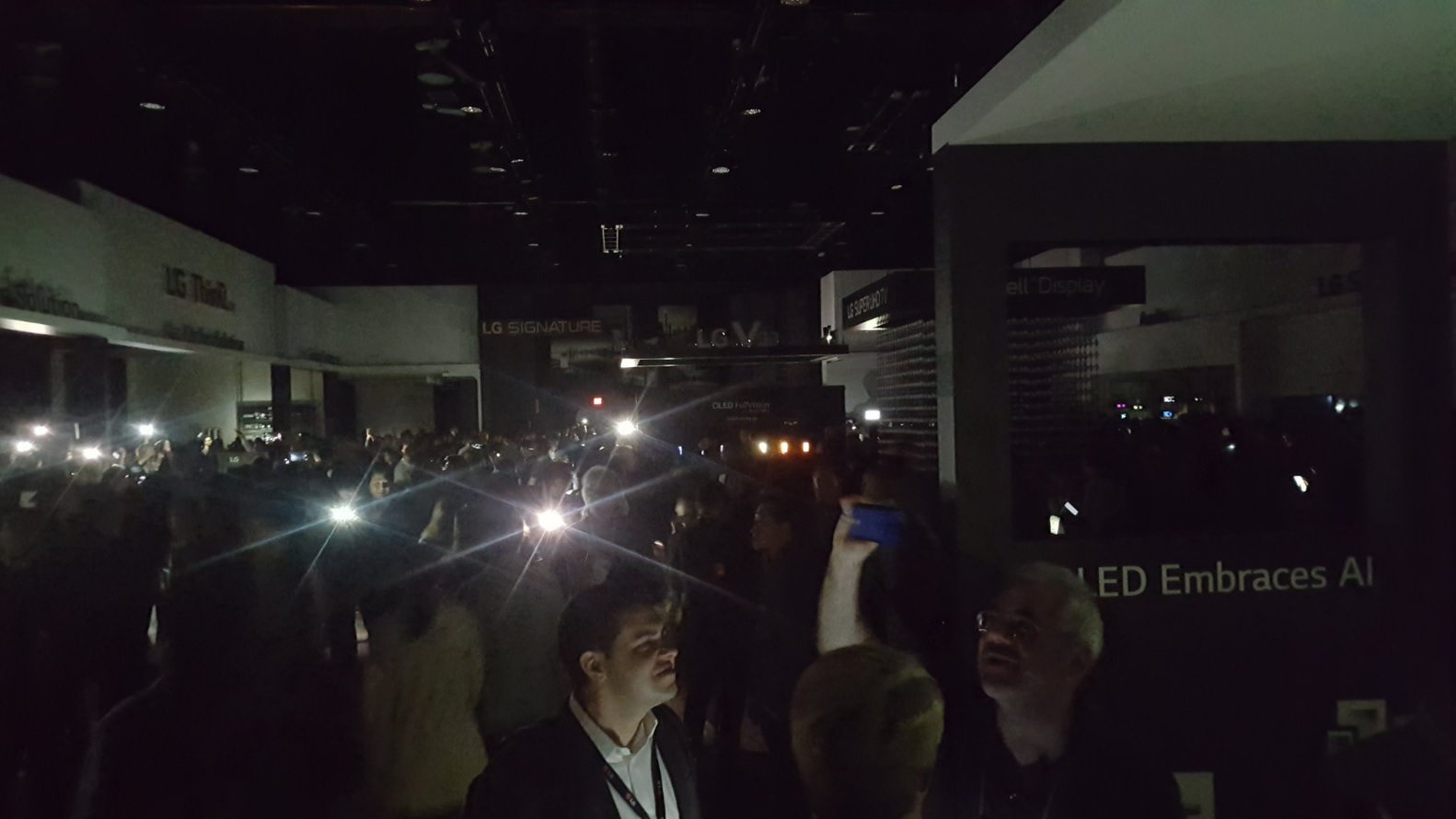 #CES 2018 | the Visitors had to spend several hours in the dark