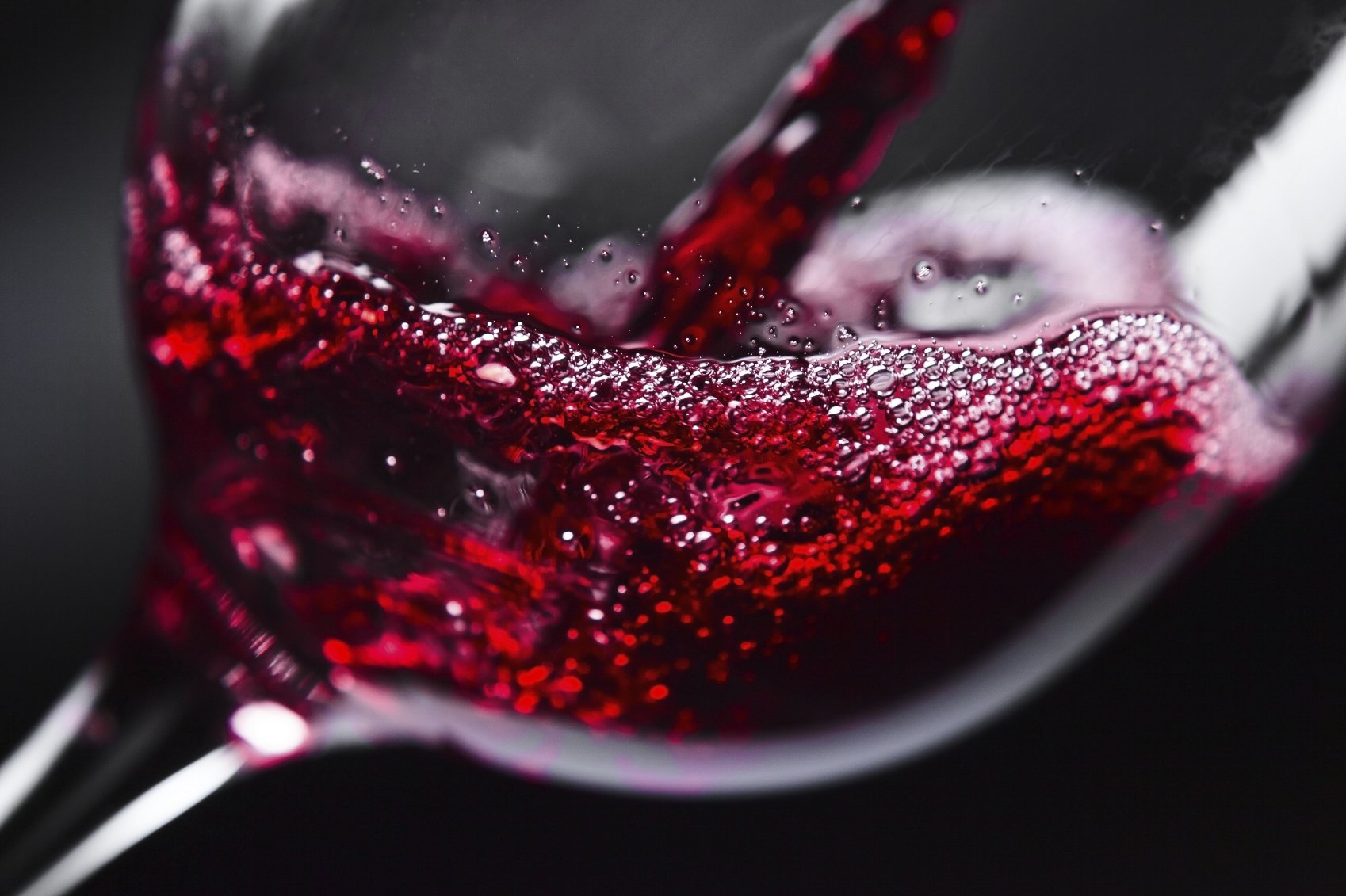 Red wine can prevent teeth and gum disease