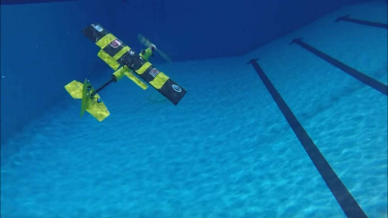 EagleRay: the drone is capable of equally well and swim under water and fly in the air