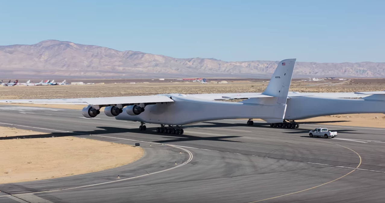 Testing the world's largest plane was caught on video