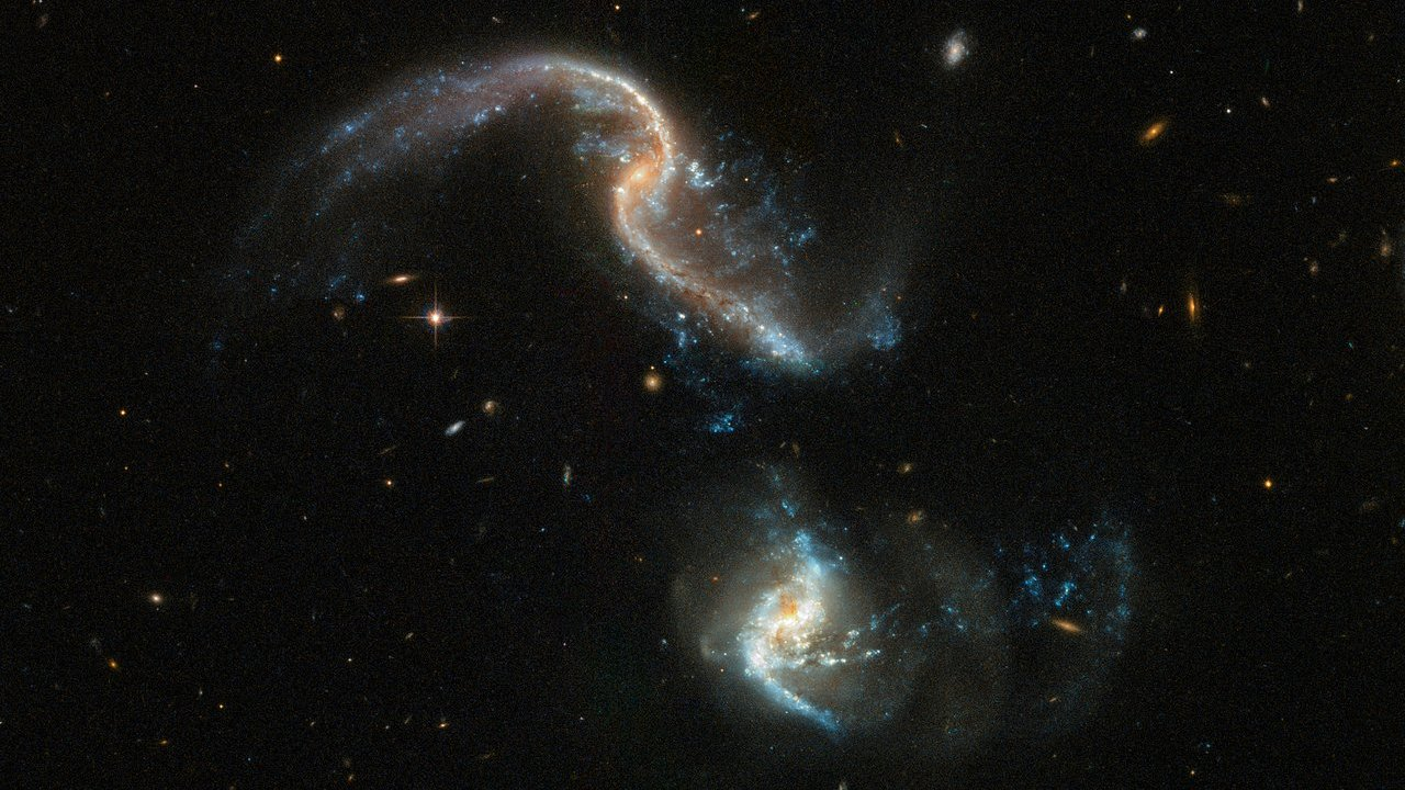#photo of the day | the Hubble Telescope has captured two galaxies merging