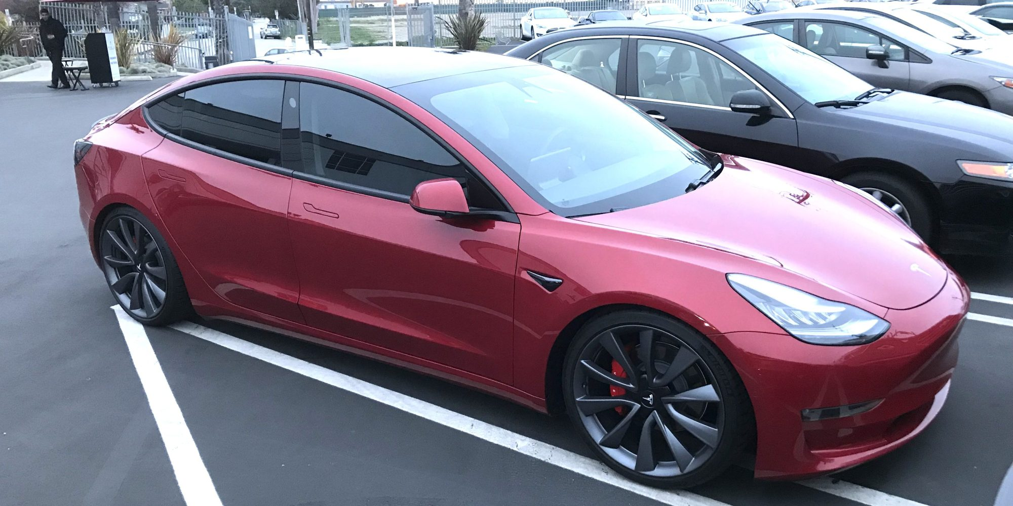 Tesla launches faster, more powerful versions of Model 3: the AWD and Performance