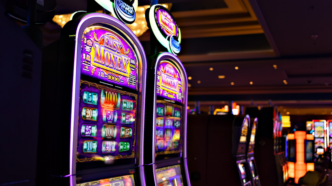 50 000 workers at casino Las Vegas are going to strike against the robots