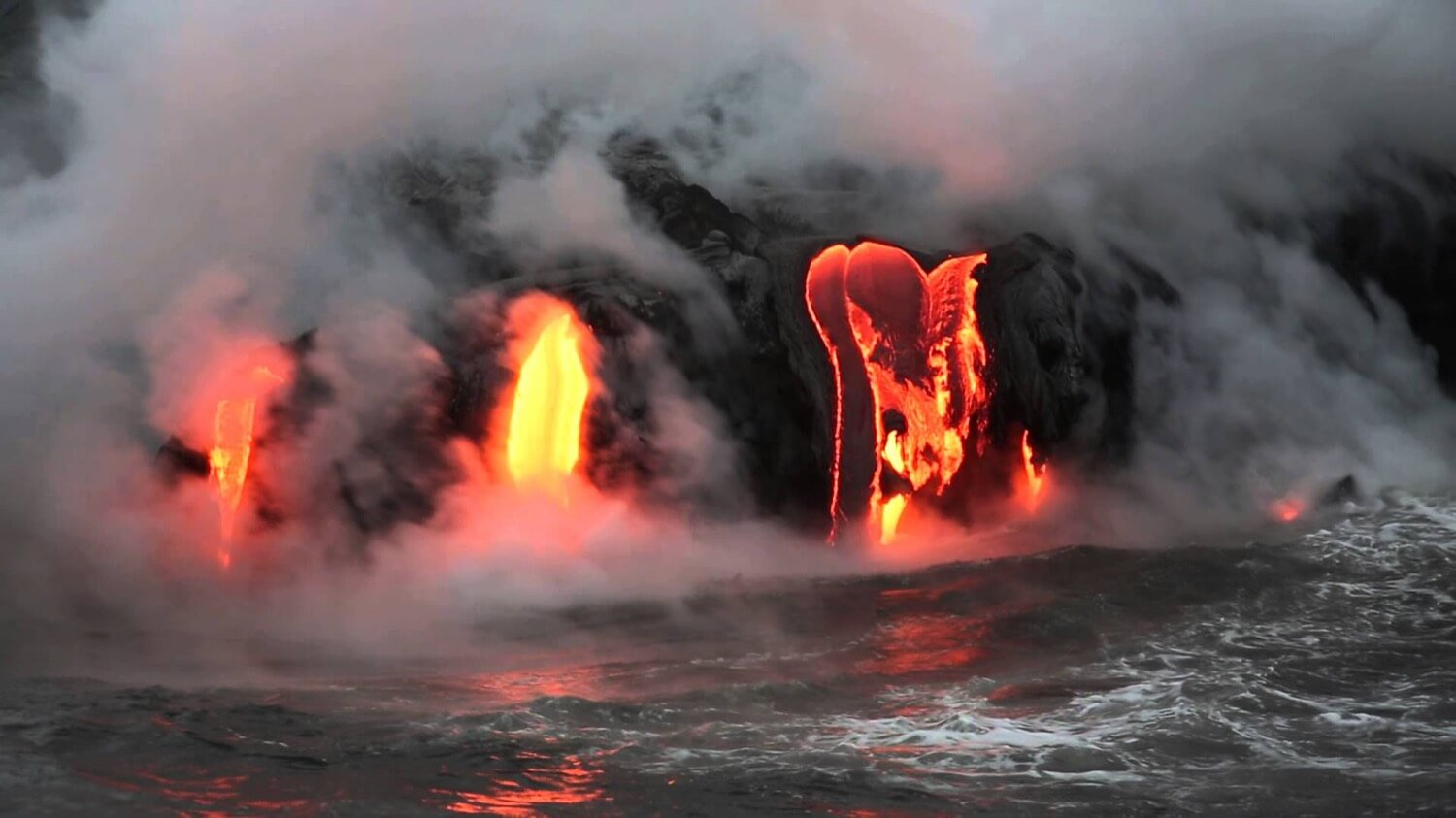 New data on eruption in Hawaii: increased lava flows and the first victim