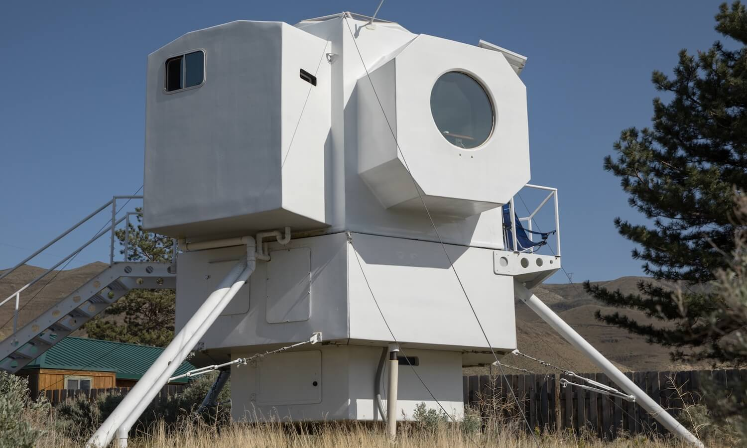 The lunar lander can be turned with a howl the house, and that was done