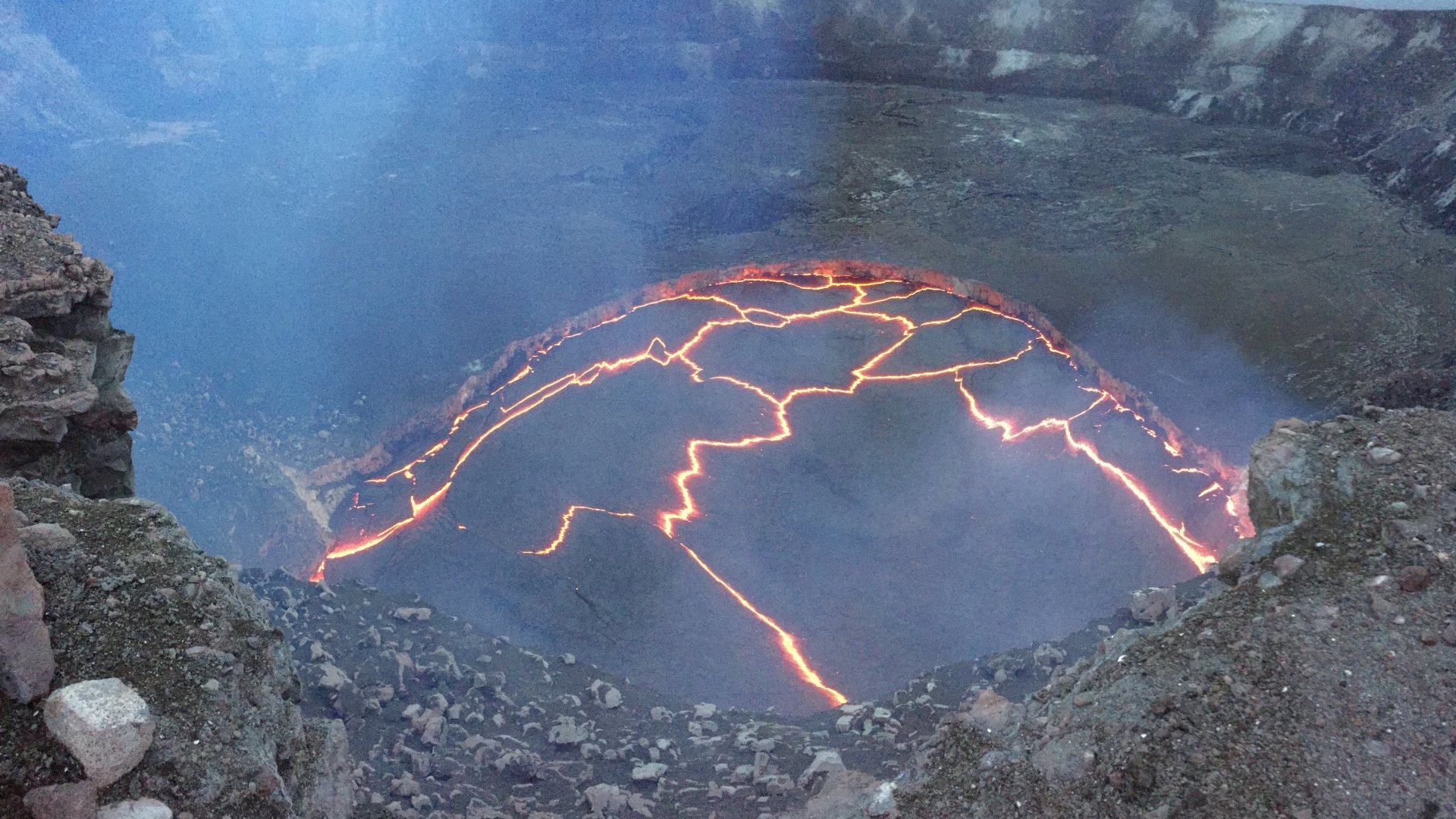 When the eruption of a volcano in Hawaii? What will happen to the lava?