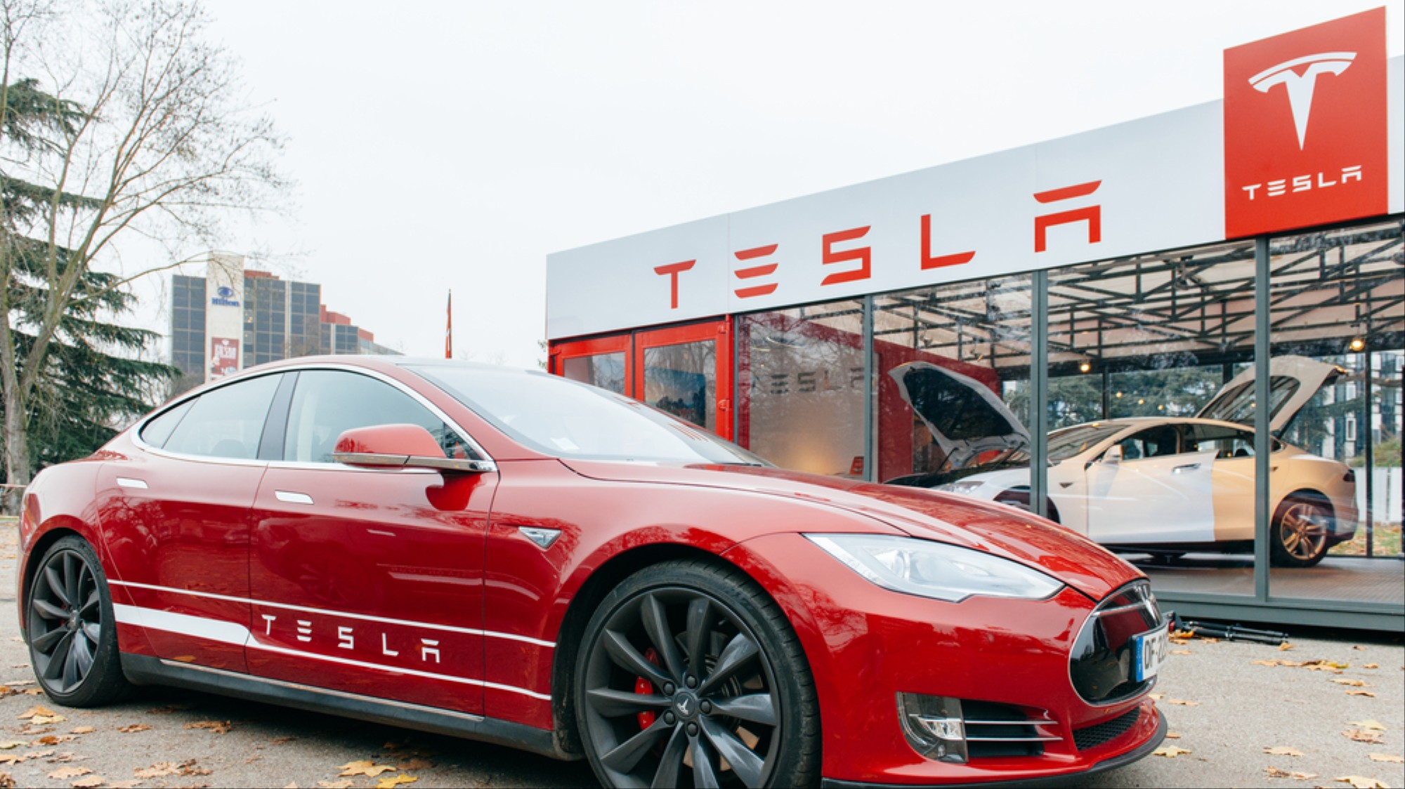 Hack 2 seconds: digital protection Tesla could not resist the hackers