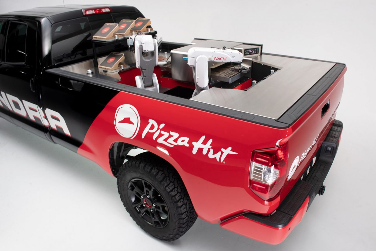#Video | Pizza Hut and Toyota unveiled a robot that will cook the pizza during the delivery