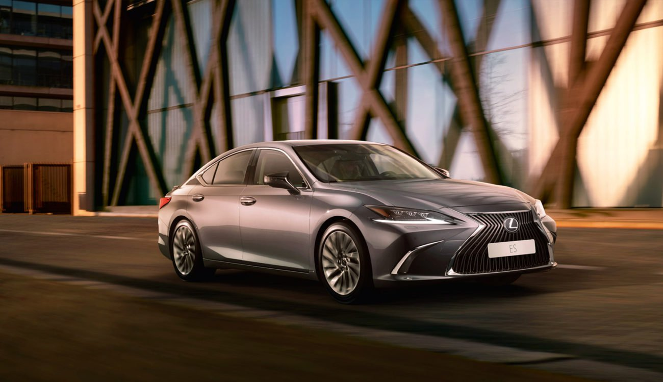 Promotional video of the Lexus ES created artificial intelligence and Oscar-winning Director