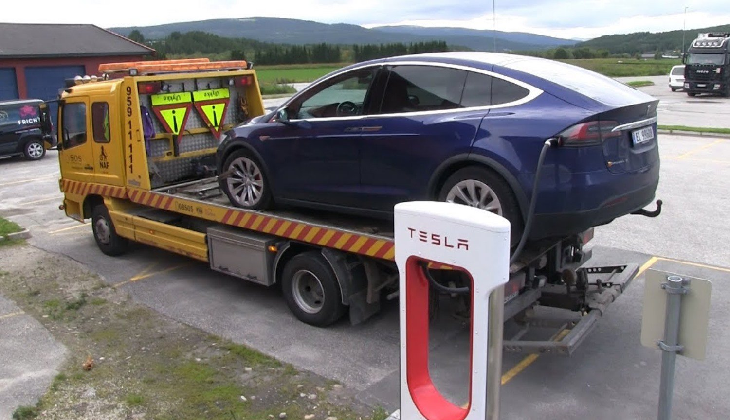 Tesla cars will automatically call tow truck in case of breakage