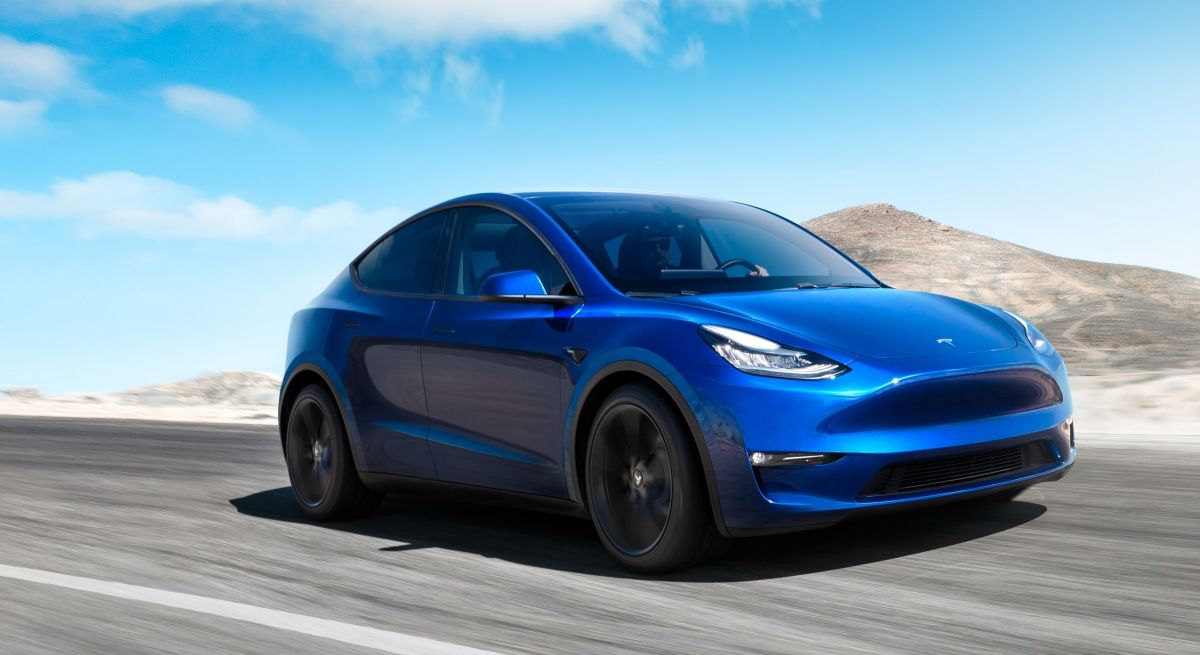 Electric crossover Tesla Model officially presented to Y