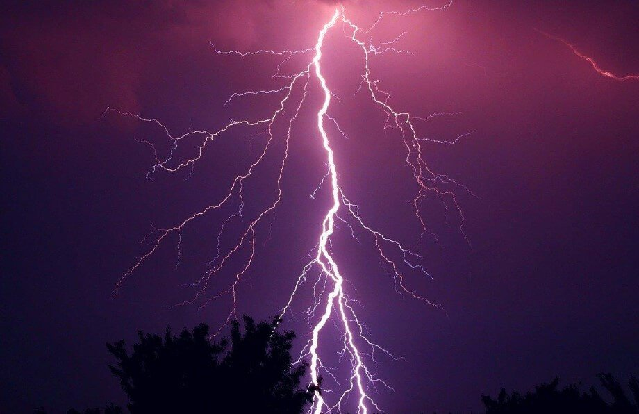 How long can lightning reach?