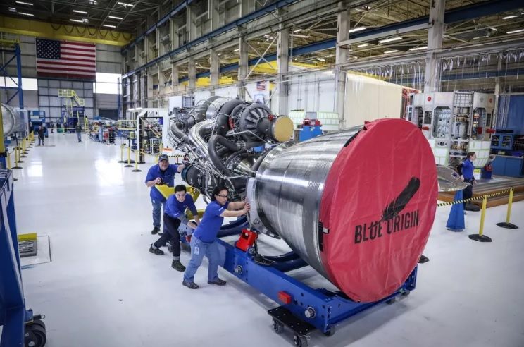 Jeff Bezos revealed the new and fully assembled rocket engine BE-4