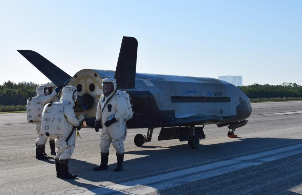 Experimental spaceship, the U.S. air force landed after two years in orbit