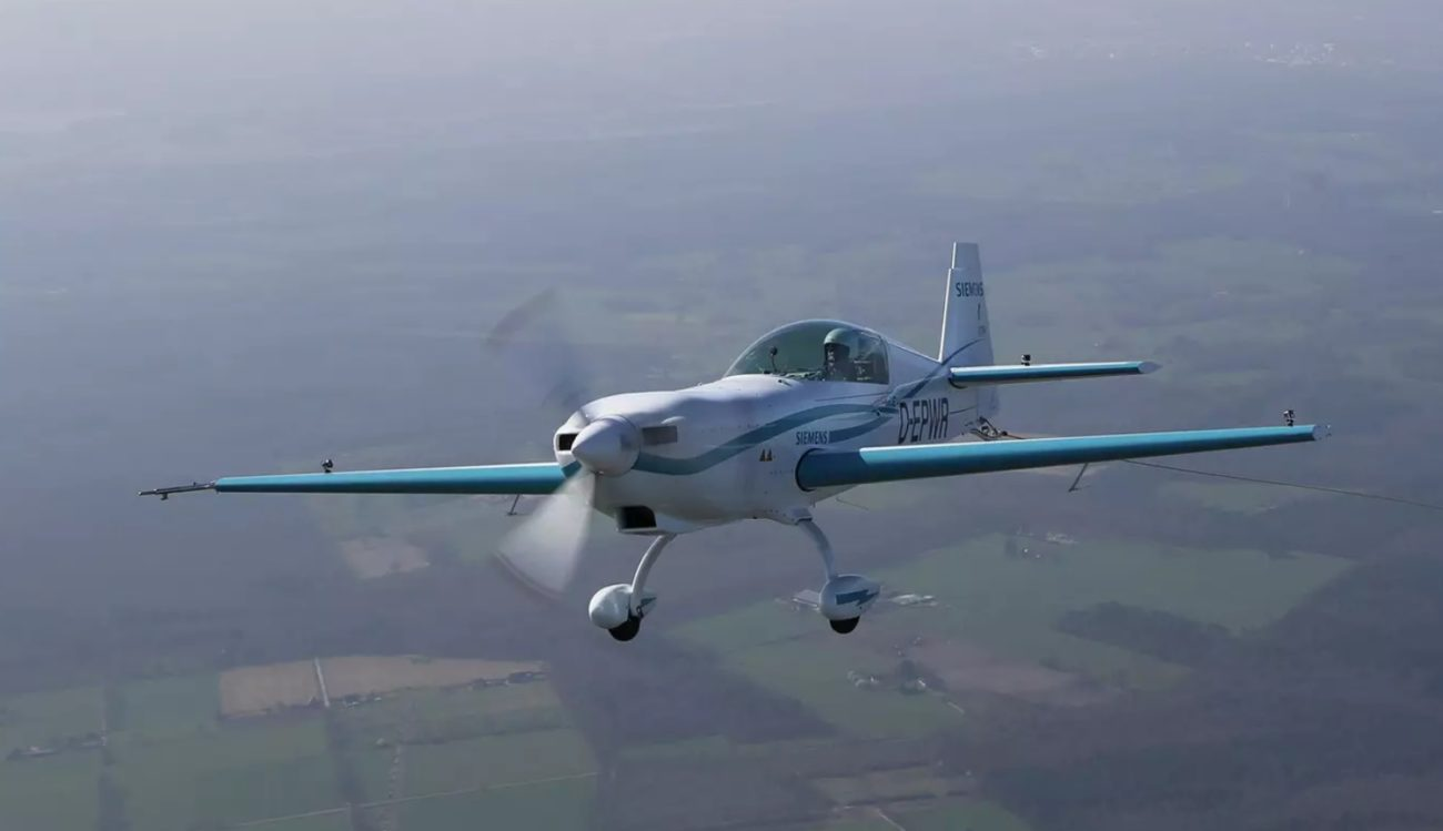 Rolls-Royce develops electric aircraft with a record speed flight