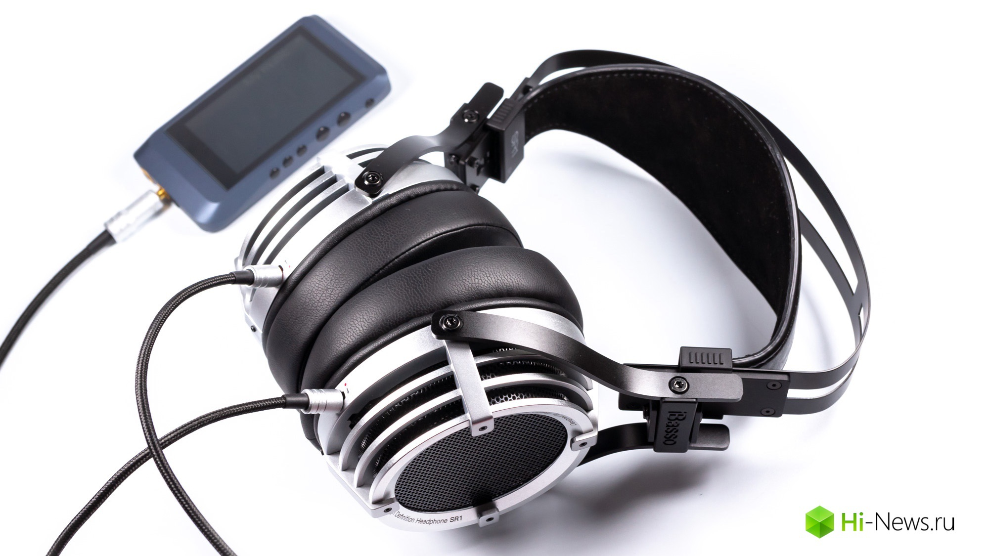 Review headphone iBasso SR1 — signature sound in