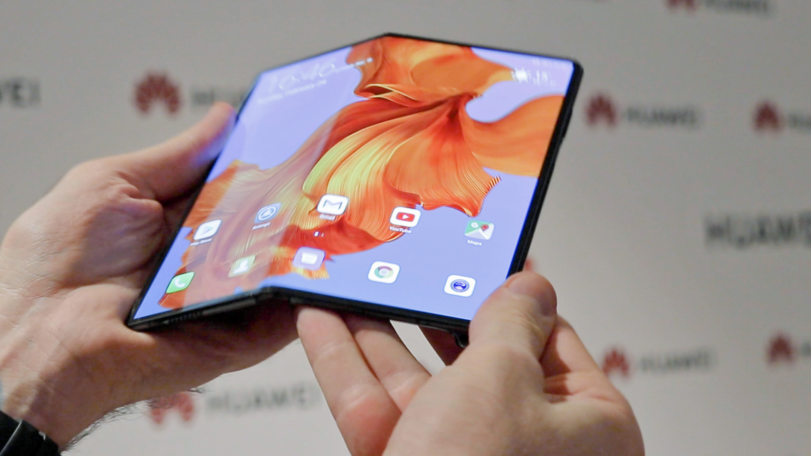 Folding X Mate smartphone from Huawei: more than a thin competitor to the Galaxy Fold