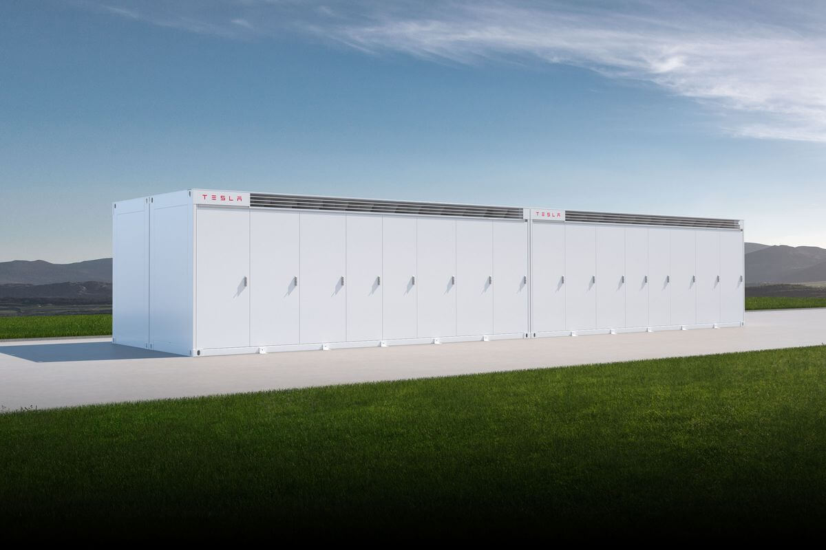 Tesla has presented a very powerful modular batteries for storing solar energy