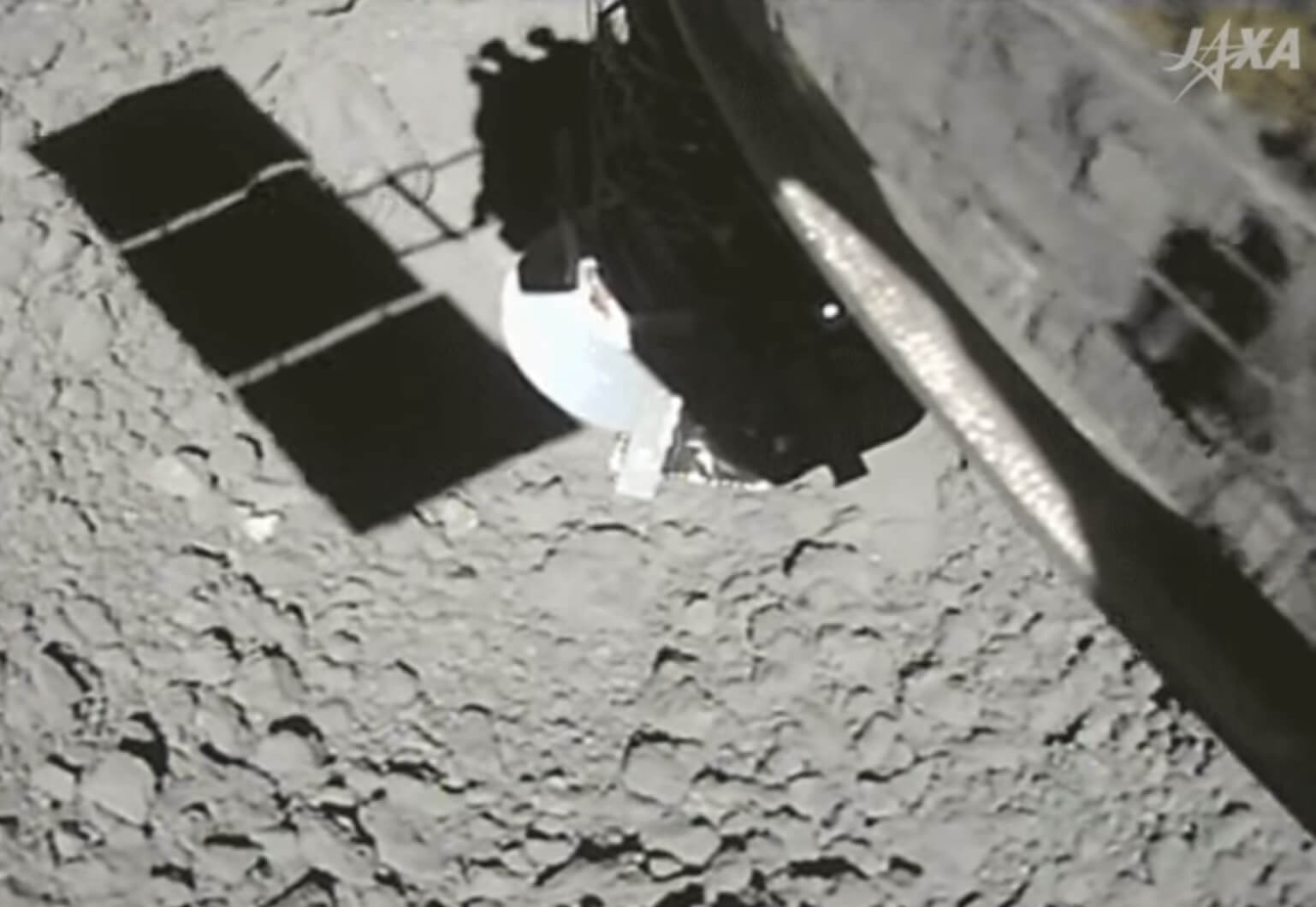 #video | Japanese spacecraft collected samples of soil of the asteroid. What's he looking for there?