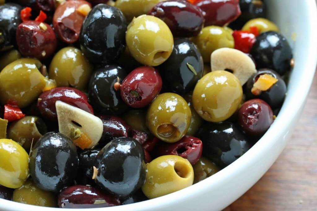 What is the difference between green olives and black olives? And what good are they