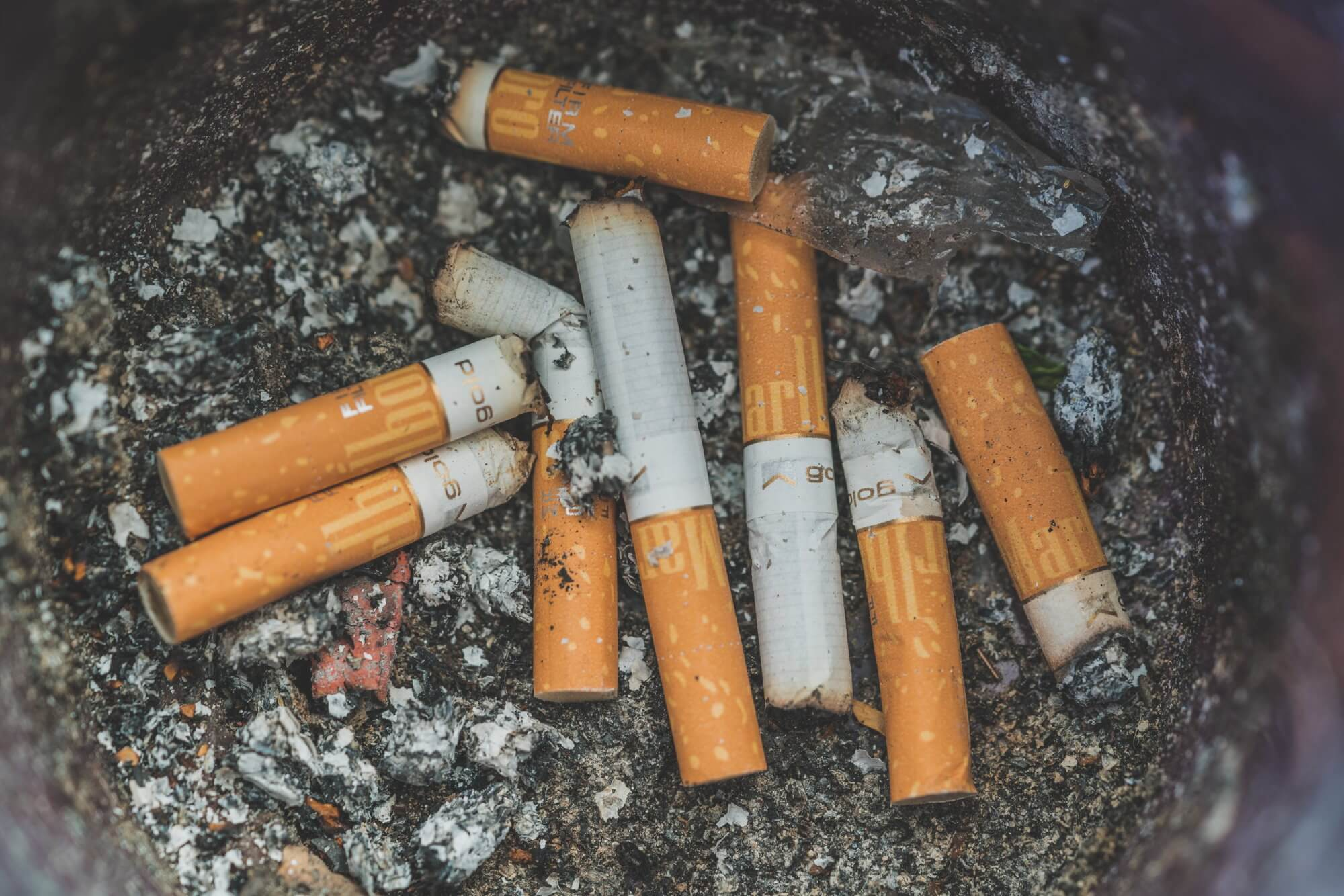 Cigarettes emit harmful substances even after extinguishing