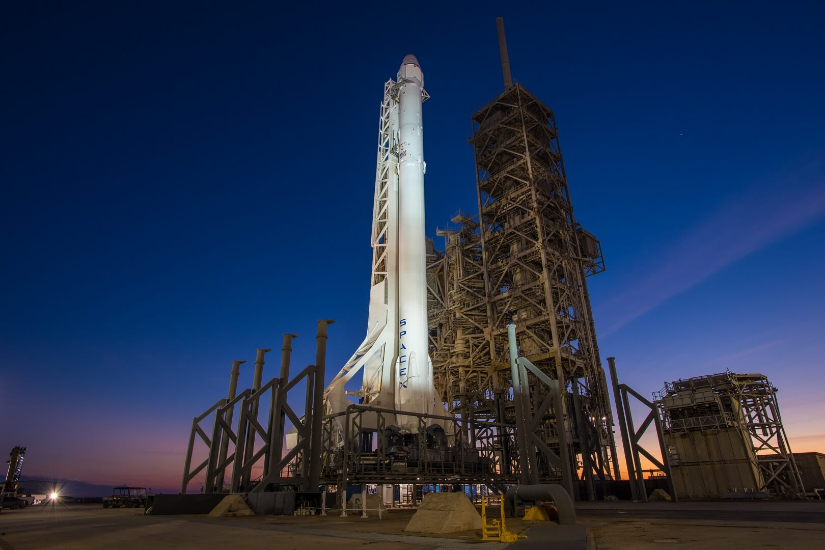 Elon Musk will send the first manned rocket to the ISS in may